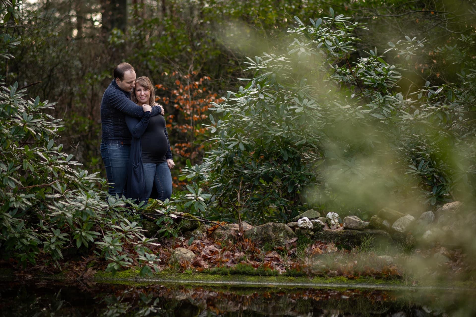 37 weken zwanger samen in de natuur