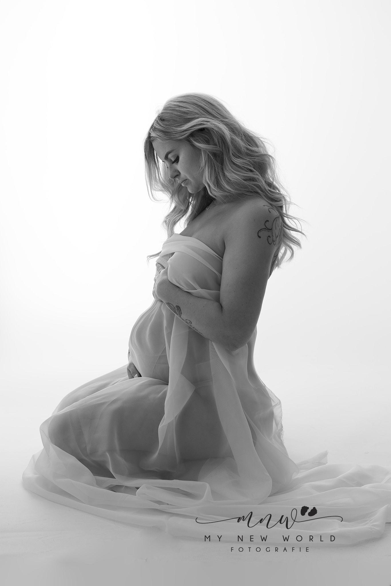 Zwangerschapsfoto zwart wit